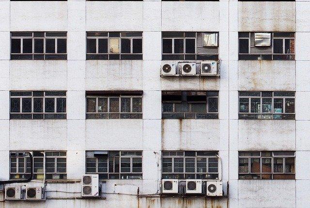 klimatizace na továrně