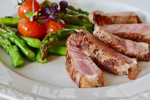 steak s přílohou