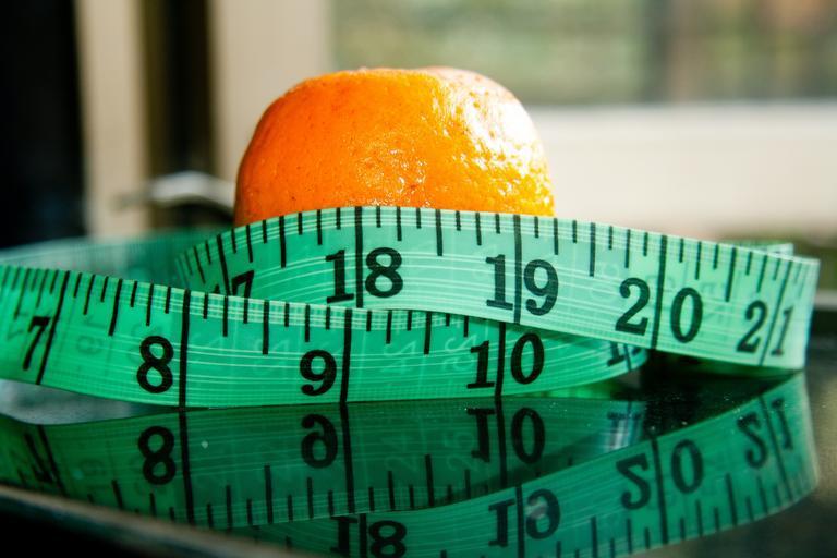 ovoce a metr na obvod pasu.jpg