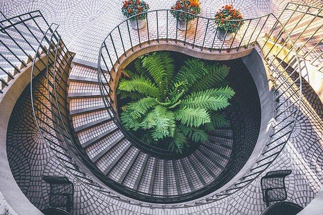 spirálovité schodiště