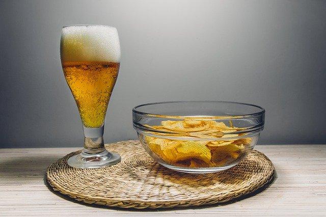 pivo a brambůrky